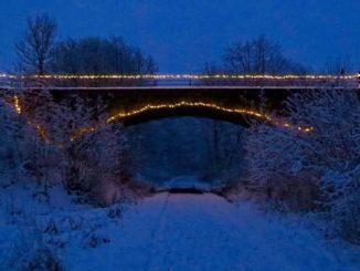 Illuminierte Brücke